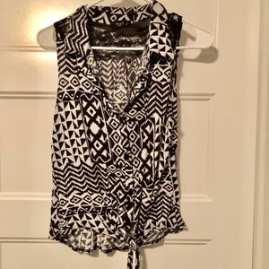 Tie front sleeveless top w/ lace details. Size S